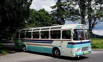 Autobus ŠD 11 nedaleko zámku Kynžvart.