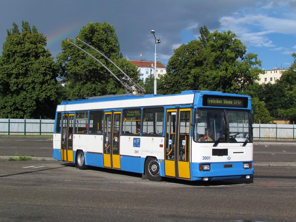 Trolejbus Škoda 17 Tr v areálu bývalé vozovny Cukrovarská. 17.6.2016, Zdeněk Kresa.