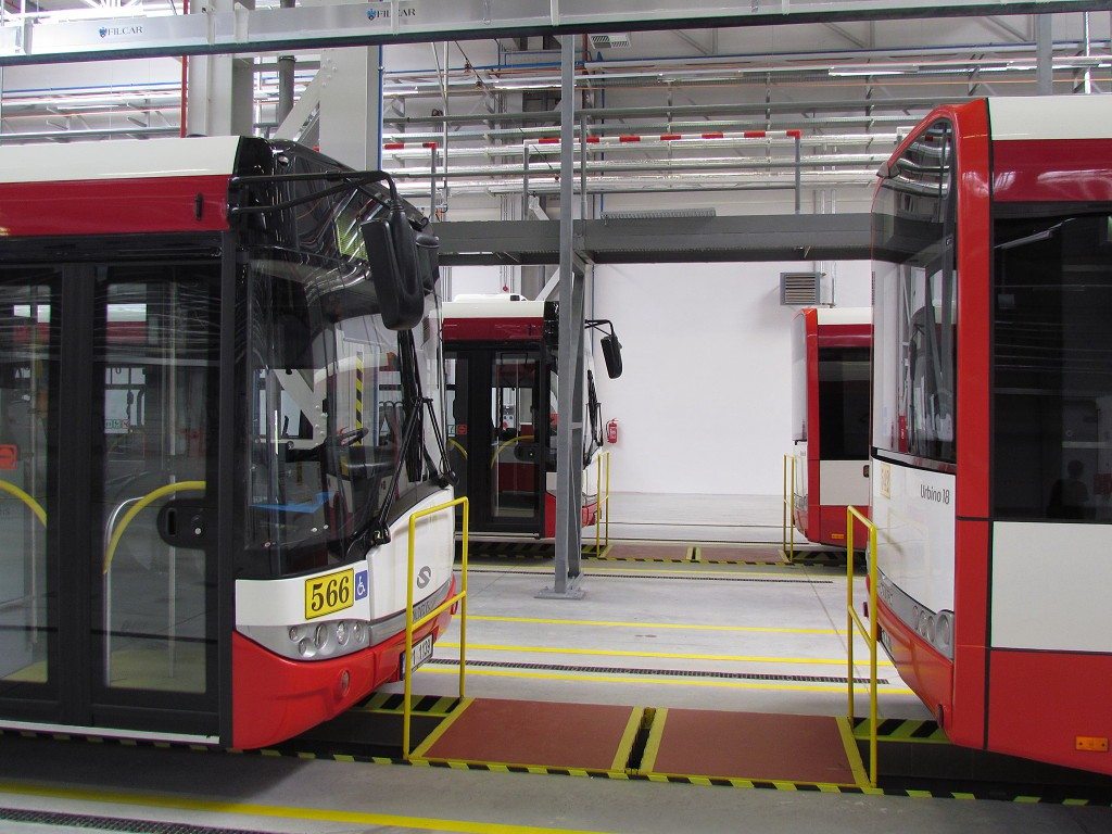 Autobusy v novém depu Karlov. 7.6.2014, Zdeněk Kresa.