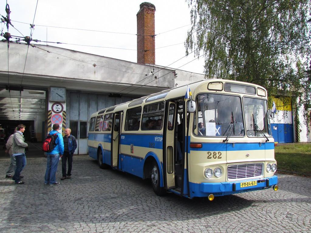 Karosa ŠL 11 v areálu mariánskolázeňské vozovny. 29.9.2012, Zdeněk Kresa.
