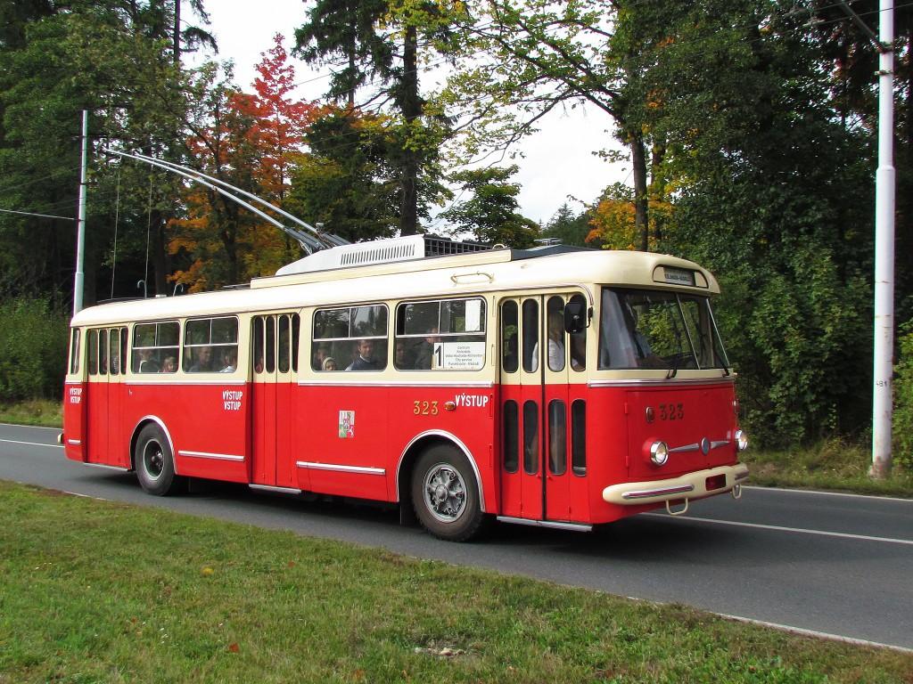 Do Mariánských Lázní byla zapůjčena i Škoda 9 Tr Plzeňských městských dopravních podniků, na snímku se vůz vrací z Velké Hleďsebe. 29.9.2012, Zdeněk Kresa.