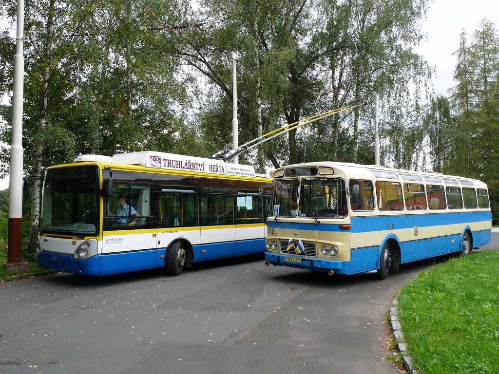 Při jízdách v rámci Svatováclavských slavností na Krakonoši byla na konečné Antoníčkův pramen zachycena Karosa ŠL 11 ve společnosti mariánskolázeňské 24 Tr. 26.9.2015, Michal Kouba.