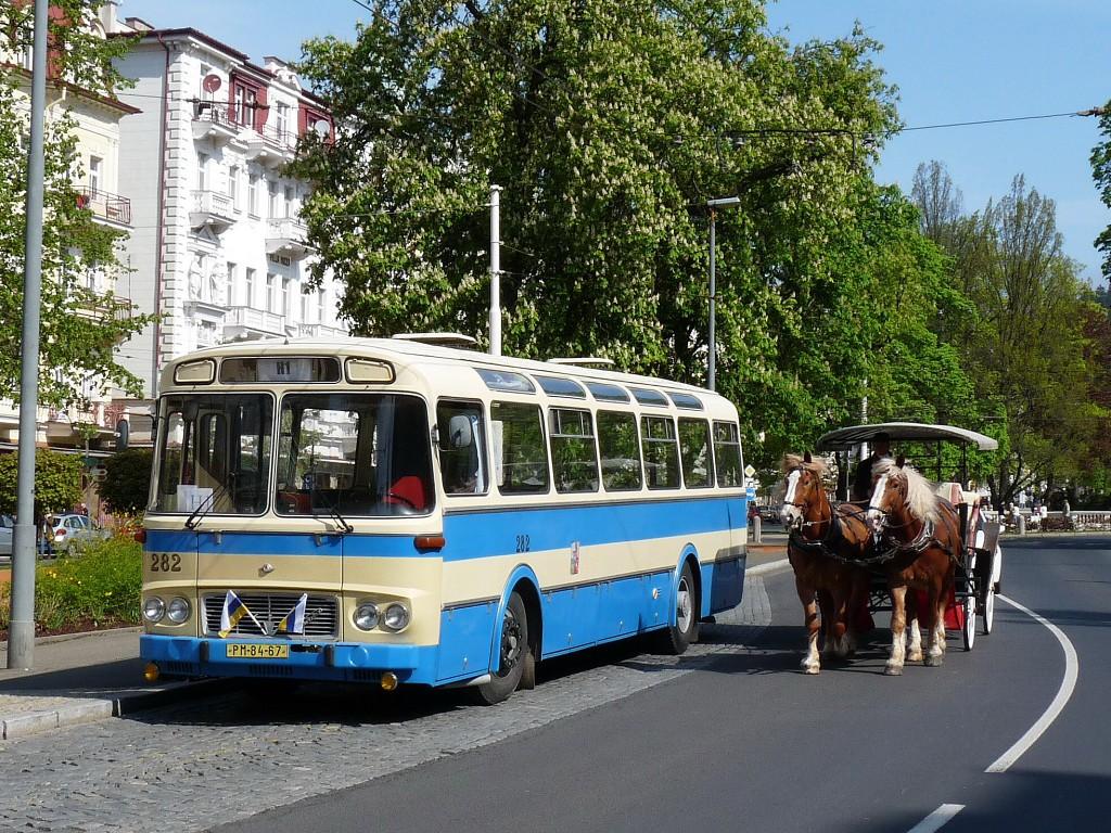 Karosa ŠL 11 pózuje v centru Mariánských Lázní. 14.5.2016, Michal Kouba.