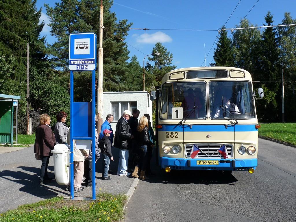 Odjezd zvláštní linky č. 1 směr Krakonoš z Antoníčkova pramene. 28.9.2013, Michal Kouba.