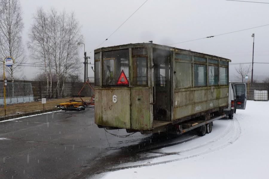 V areálu Muzea dopravy vůz č. 6 přivítalo brdské nevlidné zimní počasí i drobná sněhová pokrývka. 6.3.2018, Michal Kouba.