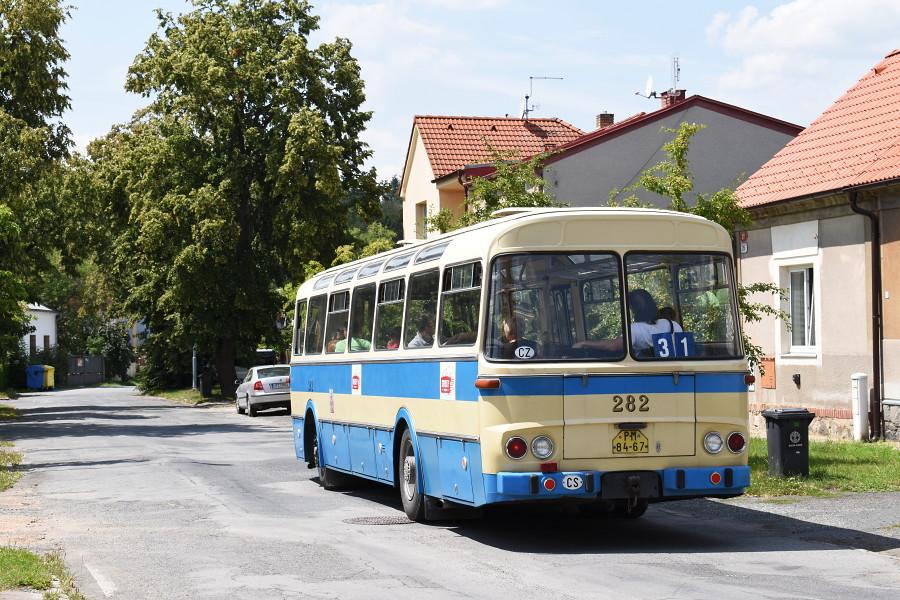 Autobus Karosa ŠL 11 při jízdách v rámci výstavy Skvosty s vůní benzínu jezdil jeden z okruhů v trase linky 31, druhý pak připomínal dřívější trasu linky 21. 20.7.2018, Zdeněk Kresa